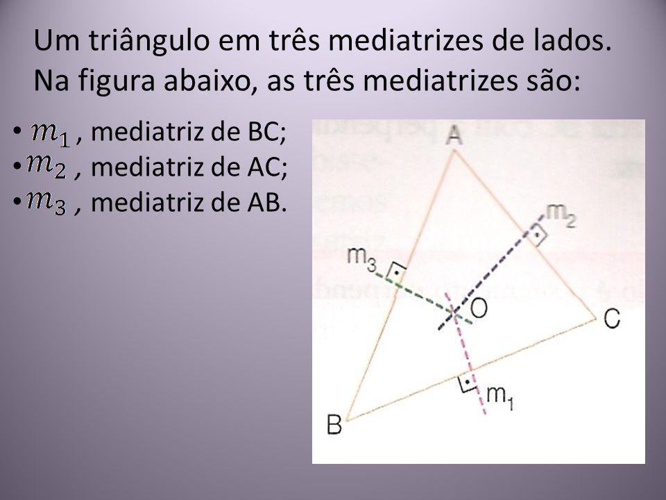 Um triângulo em três mediatrizes de lados