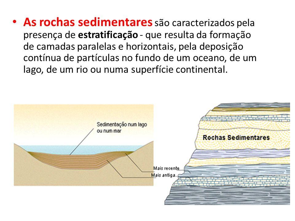 As rochas sedimentares são caracterizados pela presença de estratificação - que resulta da formação de camadas paralelas e horizontais, pela deposição contínua de partículas no fundo de um oceano, de um lago, de um rio ou numa superfície continental.