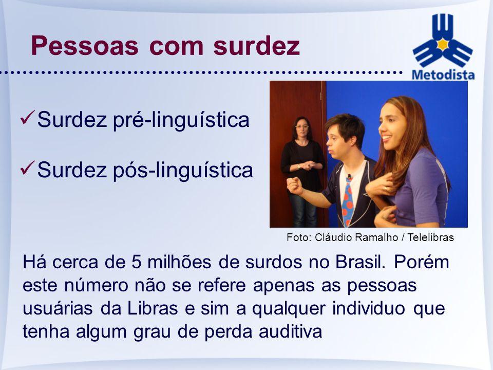 Pessoas com surdez Surdez pré-linguística Surdez pós-linguística