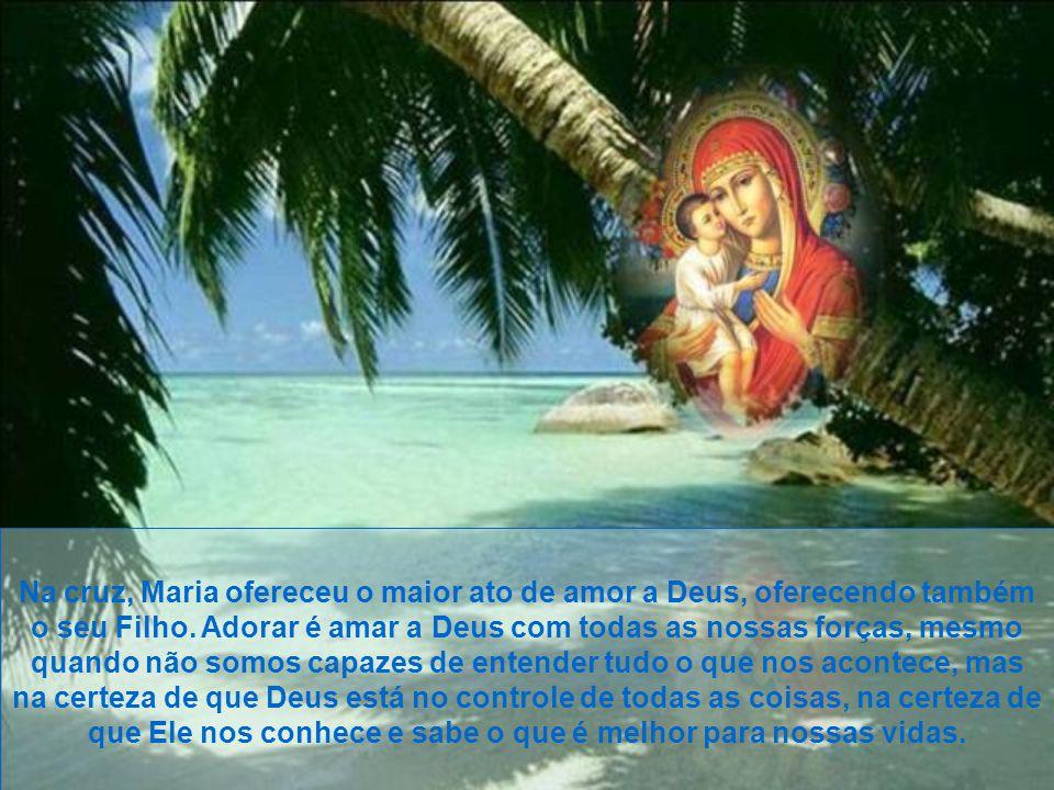Na cruz, Maria ofereceu o maior ato de amor a Deus, oferecendo também o seu Filho.