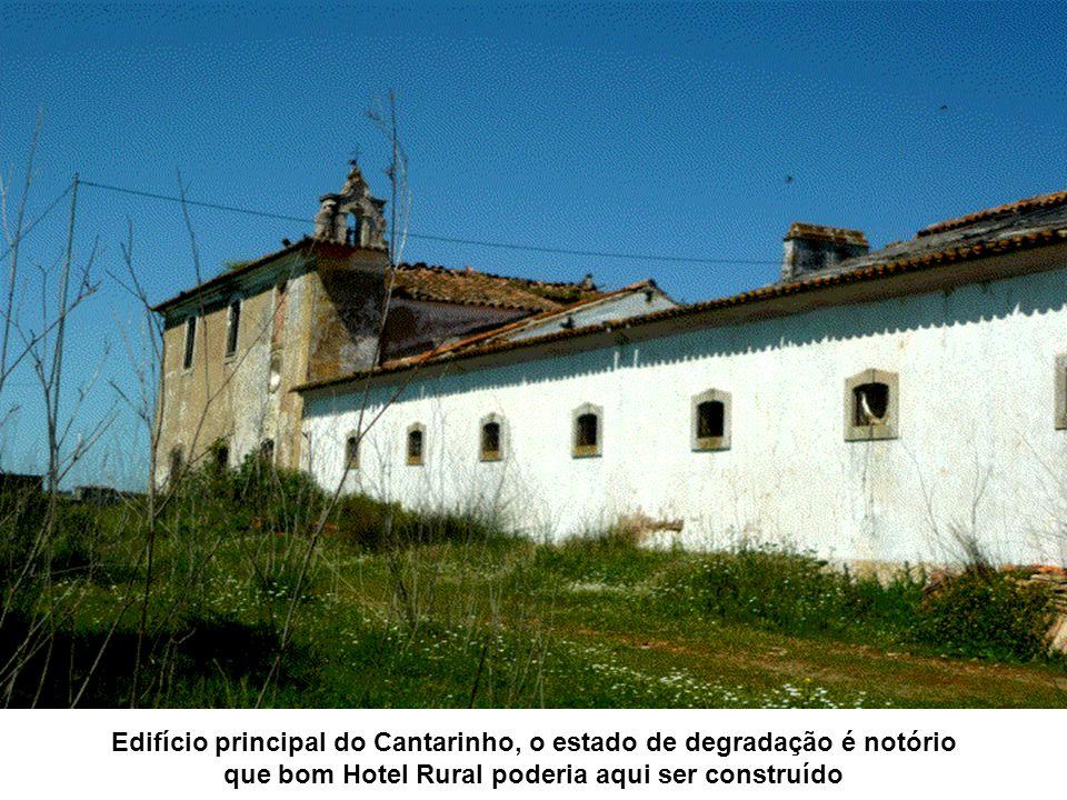 Edifício principal do Cantarinho, o estado de degradação é notório