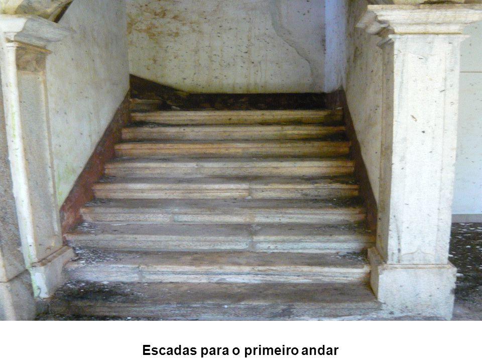 Escadas para o primeiro andar