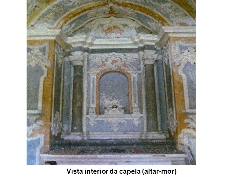 Vista interior da capela (altar-mor)