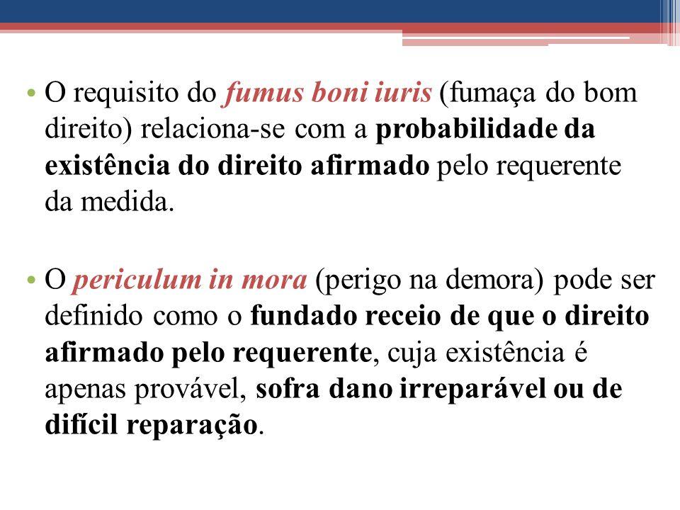 O requisito do fumus boni iuris (fumaça do bom direito) relaciona-se com a probabilidade da existência do direito afirmado pelo requerente da medida.