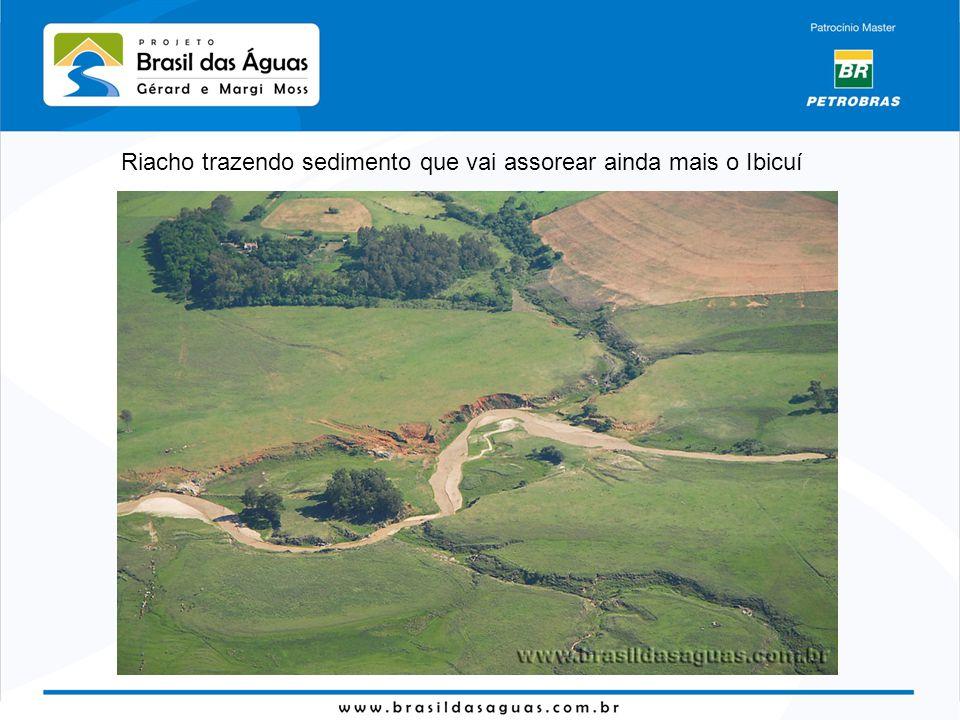 Riacho trazendo sedimento que vai assorear ainda mais o Ibicuí