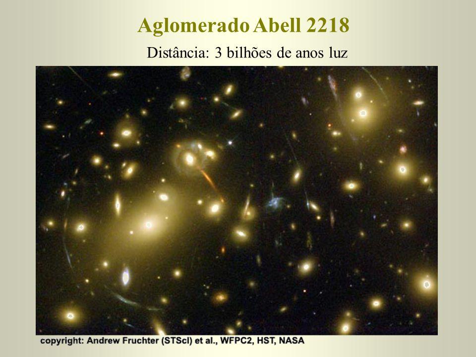 Distância: 3 bilhões de anos luz