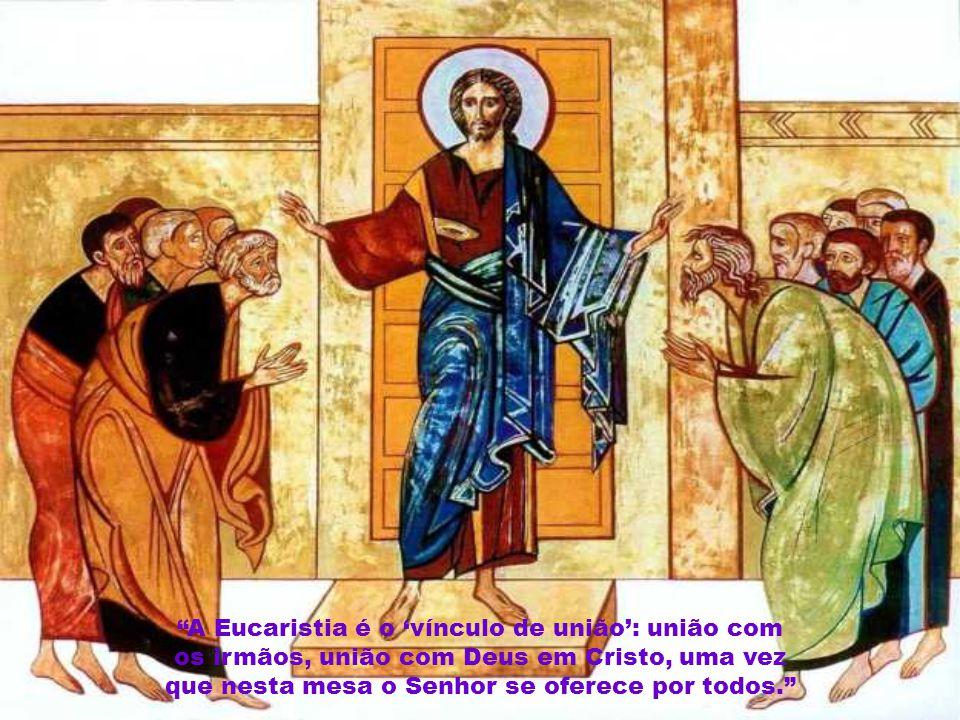 A Eucaristia é o 'vínculo de união': união com os irmãos, união com Deus em Cristo, uma vez que nesta mesa o Senhor se oferece por todos.