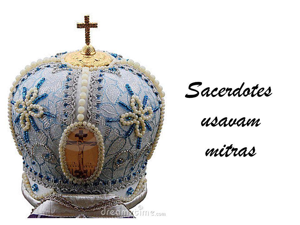 Sacerdotes usavam mitras