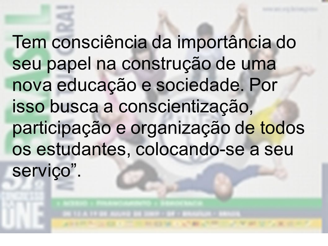 Tem consciência da importância do seu papel na construção de uma nova educação e sociedade.