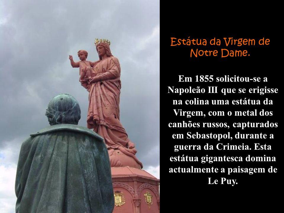 Estátua da Virgem de Notre Dame.