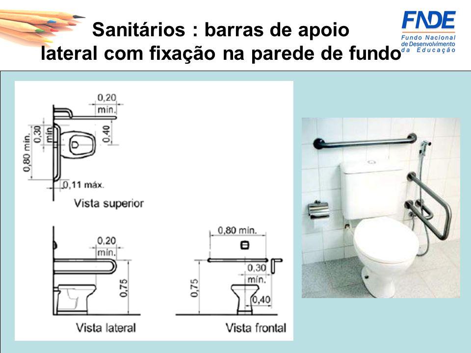 Sanitários : barras de apoio lateral com fixação na parede de fundo