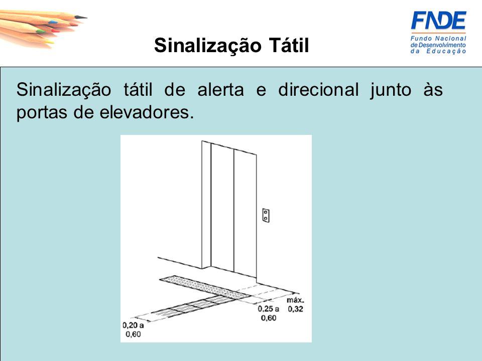 Sinalização Tátil Sinalização tátil de alerta e direcional junto às portas de elevadores.