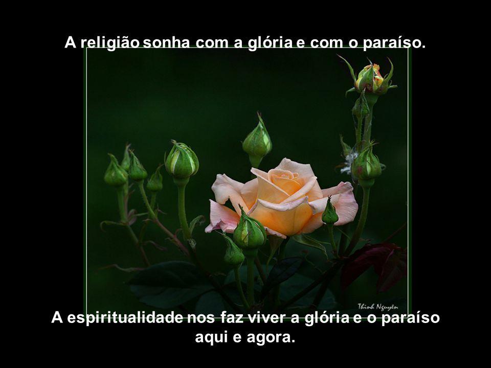 A religião sonha com a glória e com o paraíso.