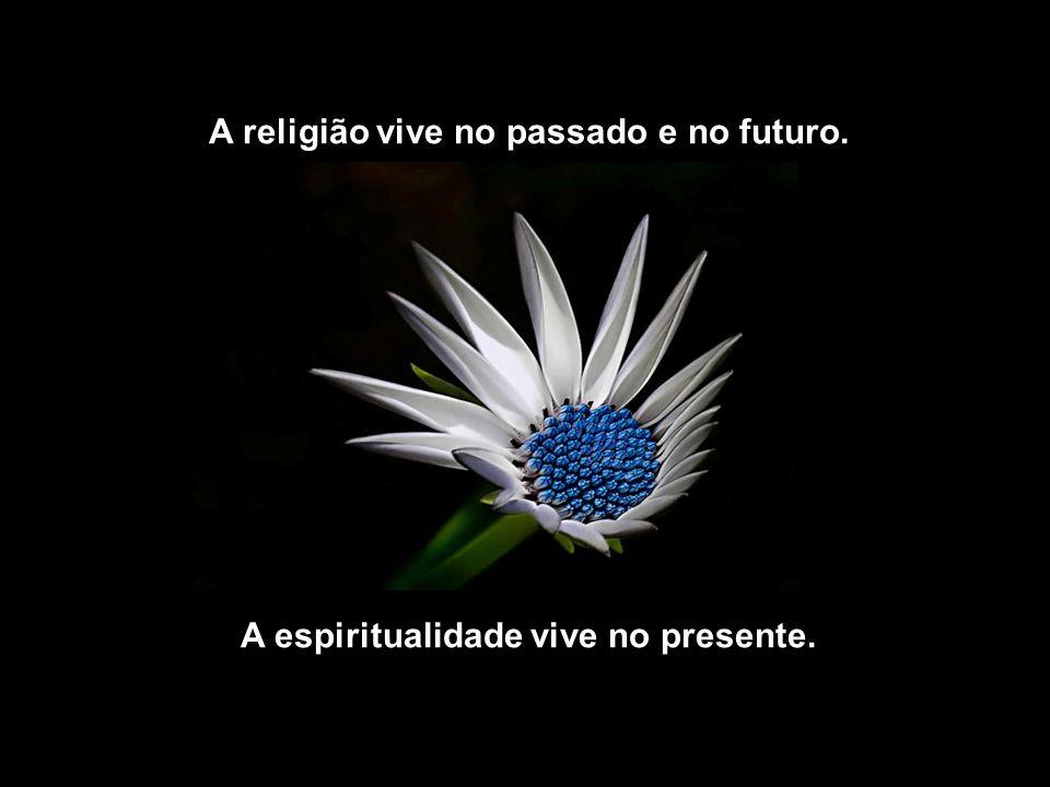 A religião vive no passado e no futuro.
