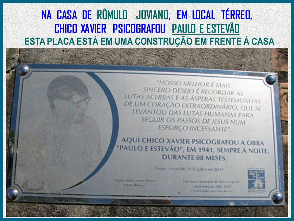 ESTA PLACA ESTÁ EM UMA CONSTRUÇÃO EM FRENTE À CASA