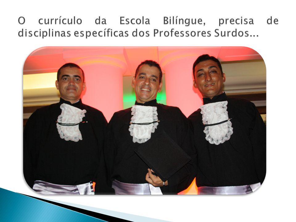 O currículo da Escola Bilíngue, precisa de disciplinas específicas dos Professores Surdos...