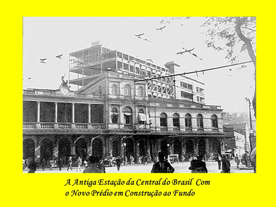 A Antiga Estação da Central do Brasil Com o Novo Prédio em Construção ao Fundo