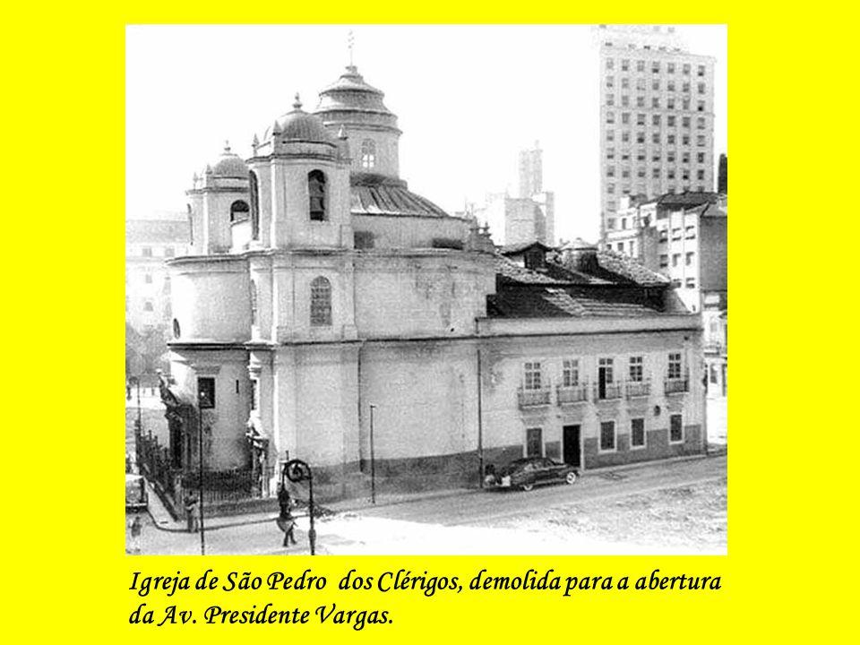 Igreja de São Pedro dos Clérigos, demolida para a abertura da Av