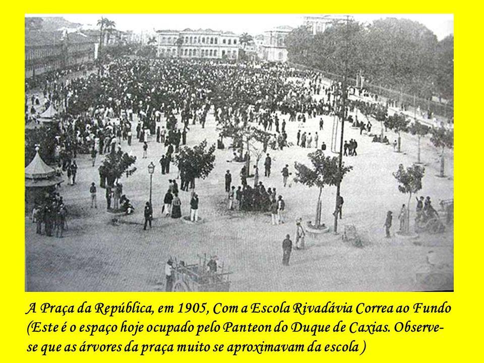 A Praça da República, em 1905, Com a Escola Rivadávia Correa ao Fundo