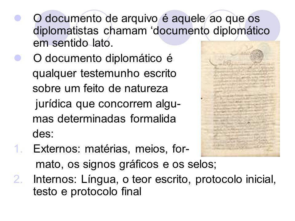 O documento de arquivo é aquele ao que os diplomatistas chamam 'documento diplomático em sentido lato.