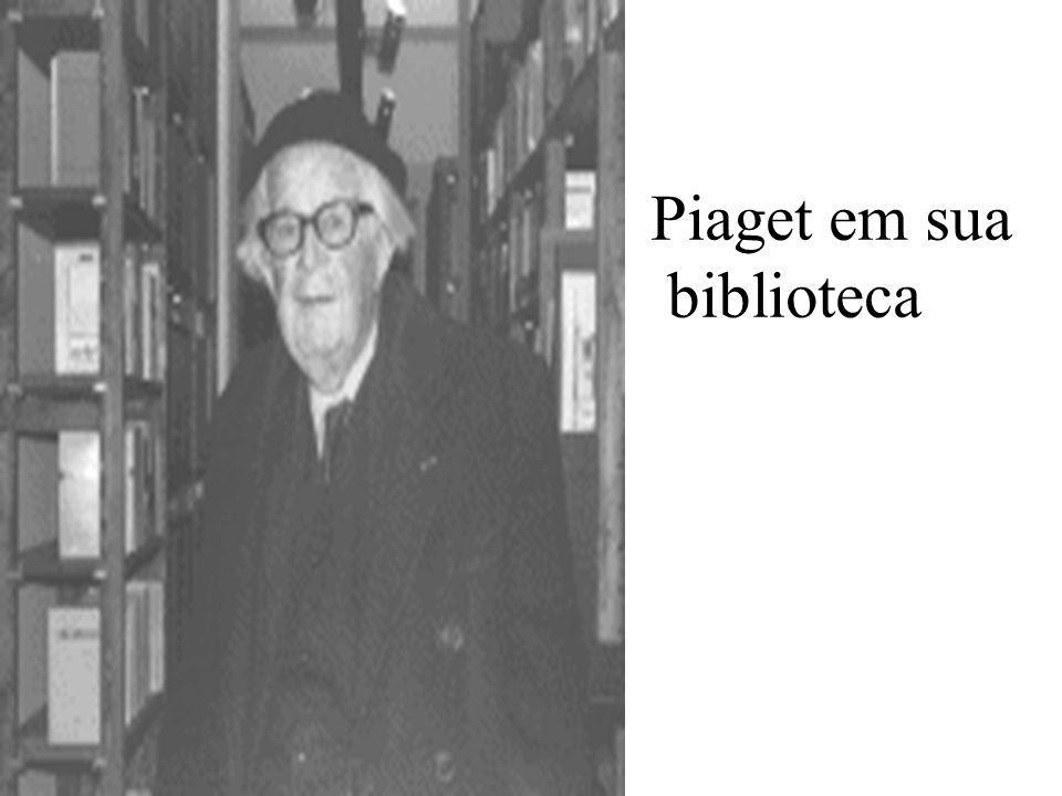 Piaget em sua biblioteca