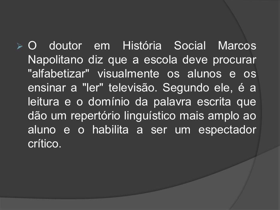 O doutor em História Social Marcos Napolitano diz que a escola deve procurar alfabetizar visualmente os alunos e os ensinar a ler televisão.