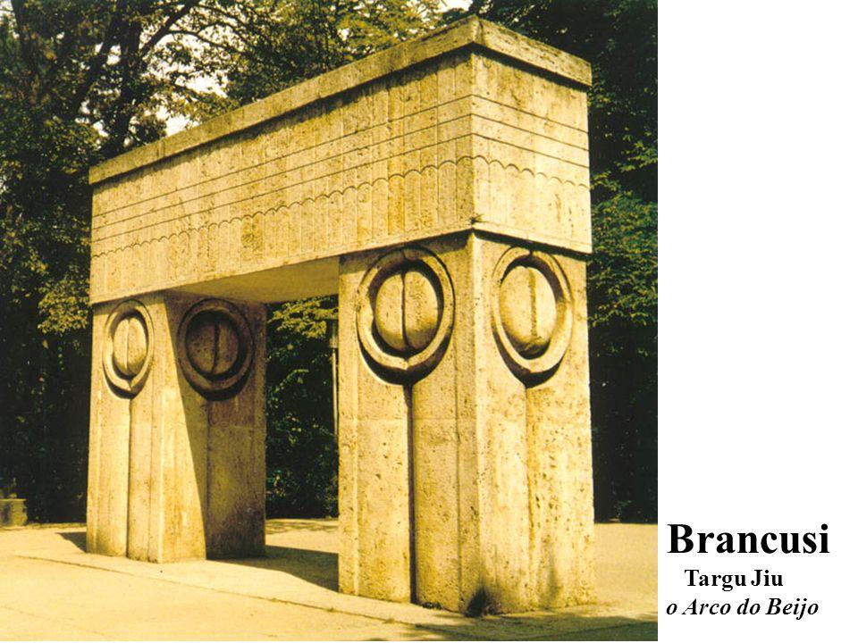 Brancusi Targu Jiu o Arco do Beijo