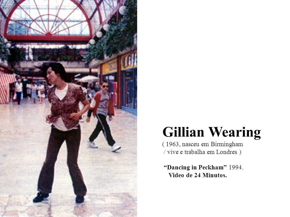 Gillian Wearing ( 1963, nasceu em Birmingham / vive e trabalha em Londres ) Dancing in Peckham 1994.
