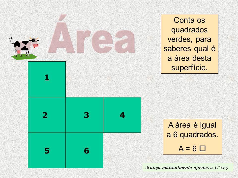 A área é igual a 6 quadrados.