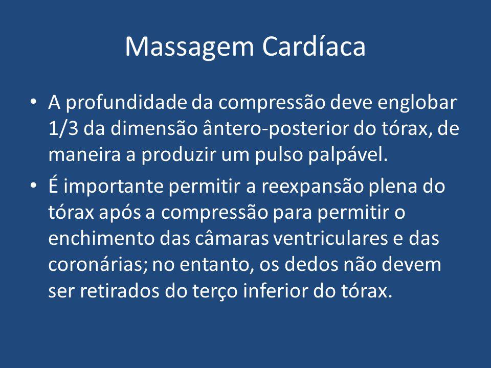 Massagem Cardíaca A profundidade da compressão deve englobar 1/3 da dimensão ântero-posterior do tórax, de maneira a produzir um pulso palpável.