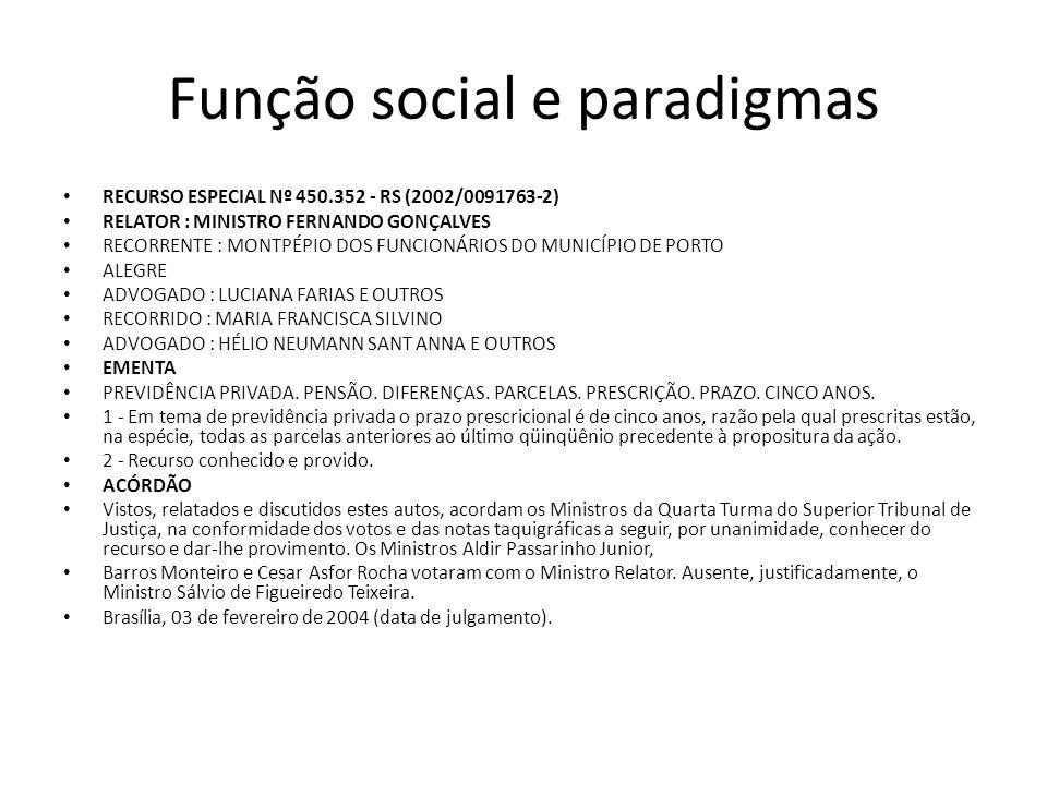 Função social e paradigmas