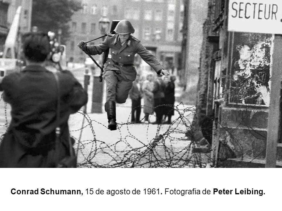 Conrad Schumann, 15 de agosto de 1961. Fotografia de Peter Leibing.