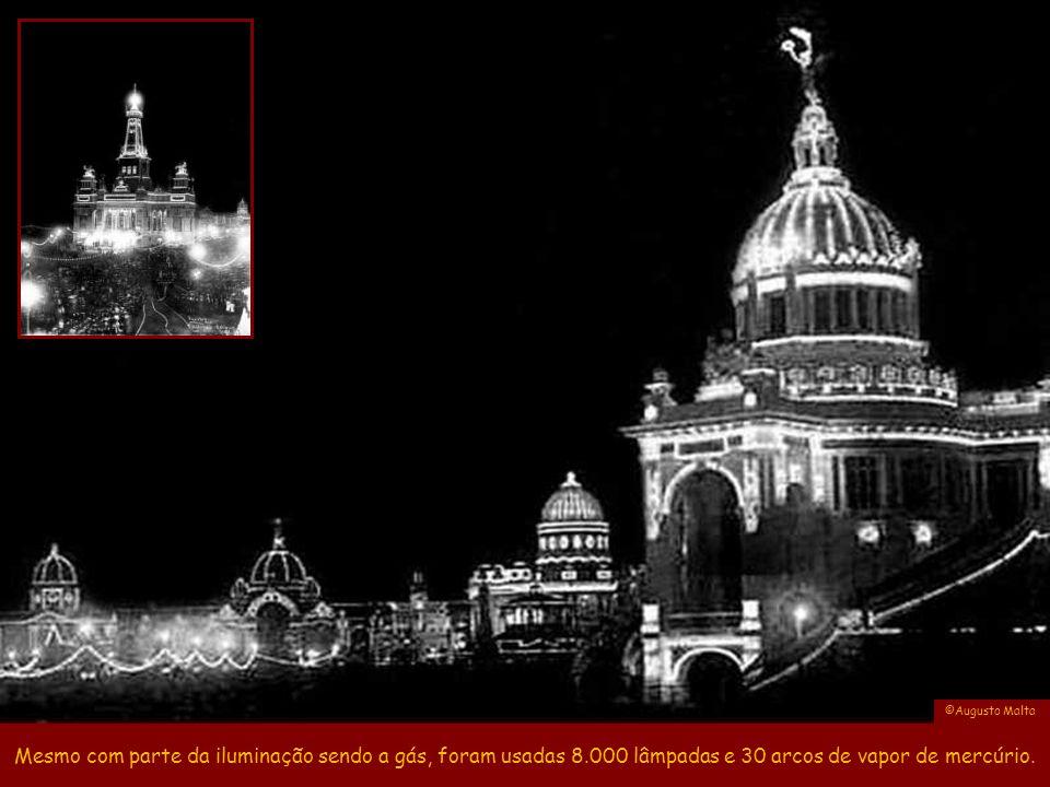 ©Augusto Malta Mesmo com parte da iluminação sendo a gás, foram usadas 8.000 lâmpadas e 30 arcos de vapor de mercúrio.