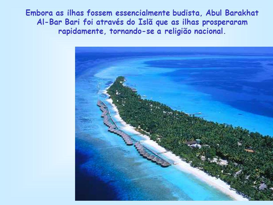 Embora as ilhas fossem essencialmente budista, Abul Barakhat Al-Bar Bari foi através do Islã que as ilhas prosperaram rapidamente, tornando-se a religião nacional.