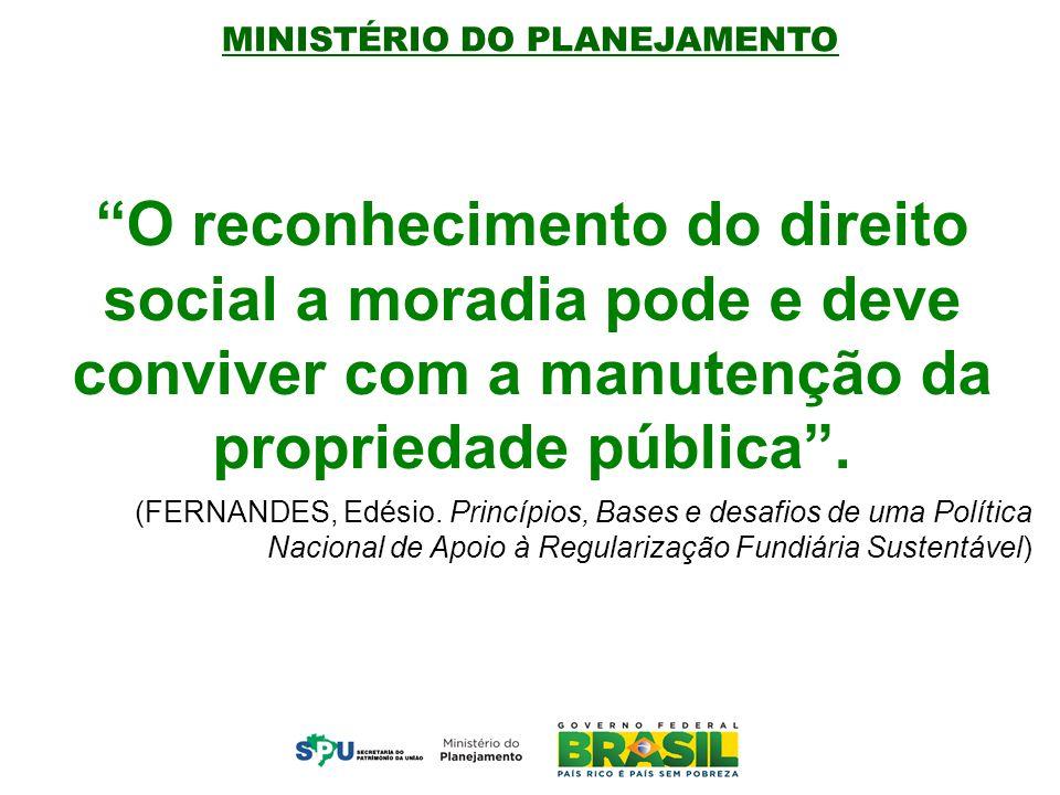 O reconhecimento do direito social a moradia pode e deve conviver com a manutenção da propriedade pública .