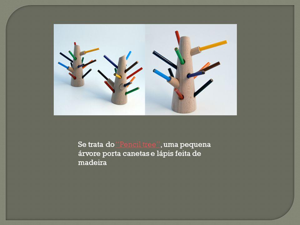 Se trata do Pencil tree , uma pequena árvore porta canetas e lápis feita de madeira