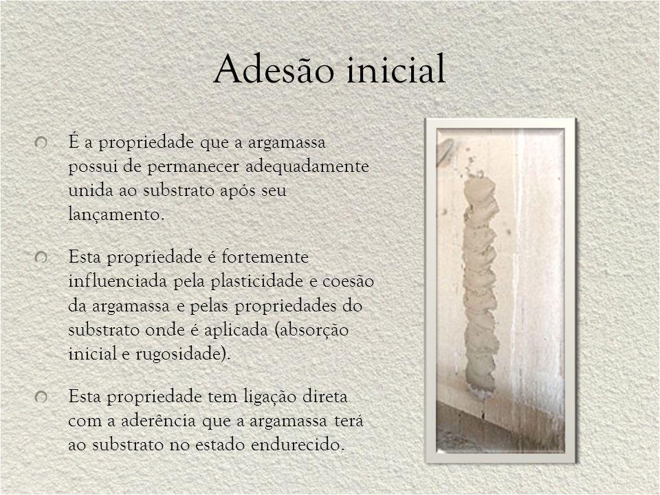 Adesão inicial É a propriedade que a argamassa possui de permanecer adequadamente unida ao substrato após seu lançamento.