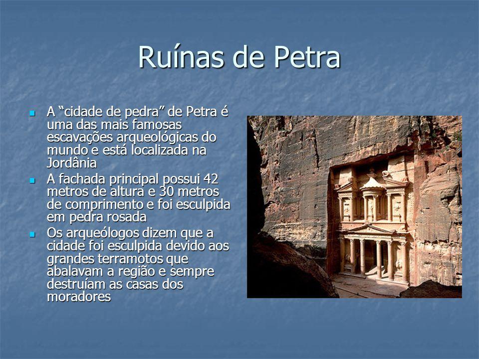 Ruínas de Petra A cidade de pedra de Petra é uma das mais famosas escavações arqueológicas do mundo e está localizada na Jordânia.