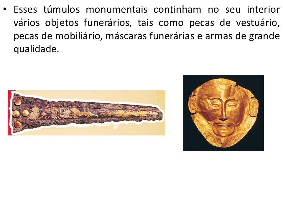 Esses túmulos monumentais continham no seu interior vários objetos funerários, tais como pecas de vestuário, pecas de mobiliário, máscaras funerárias e armas de grande qualidade.