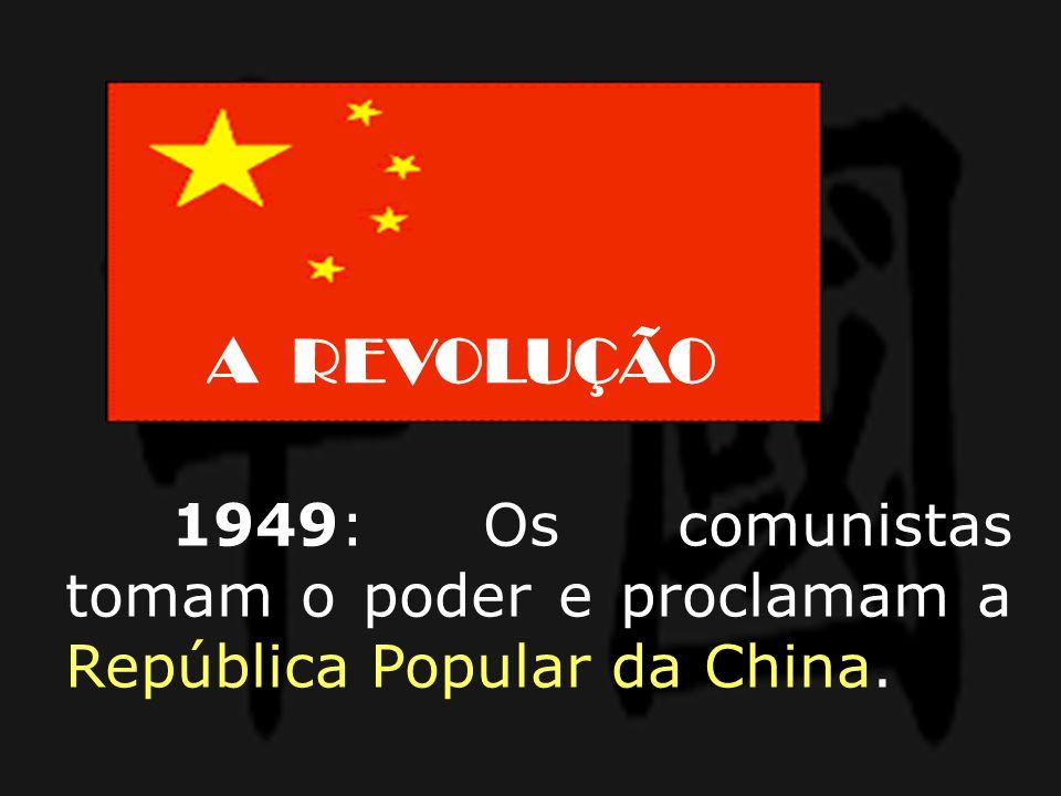 A REVOLUÇÃO 1949: Os comunistas tomam o poder e proclamam a República Popular da China.