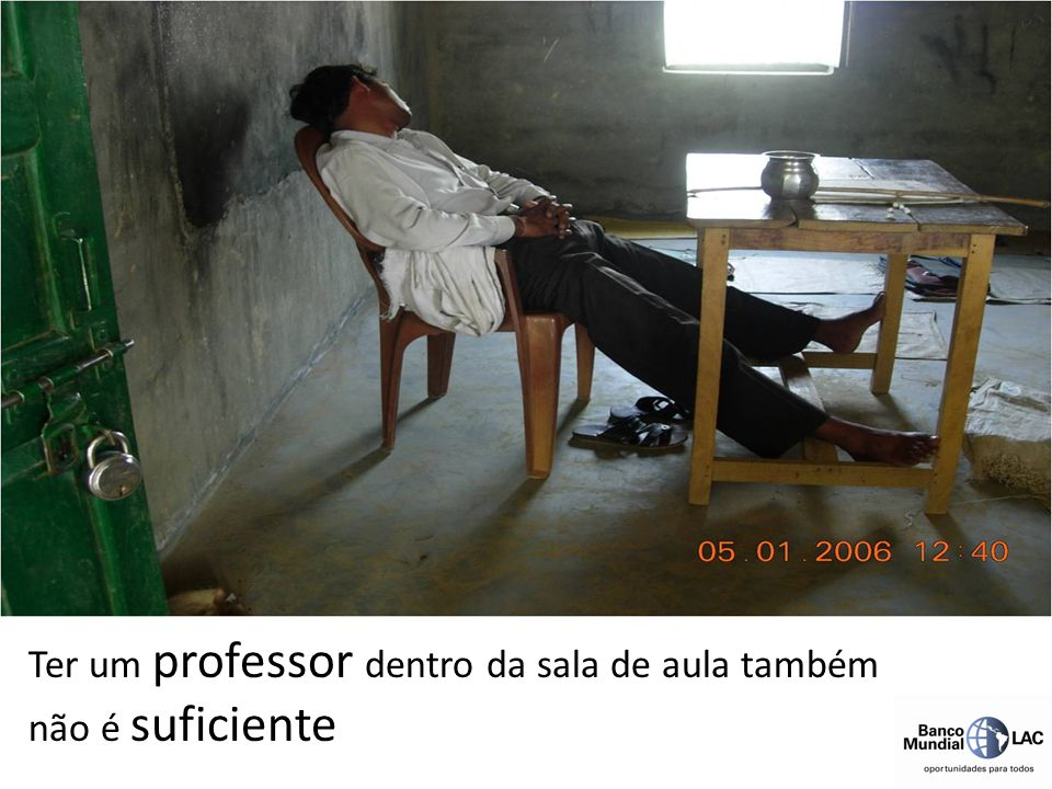 Ter um professor dentro da sala de aula também não é suficiente