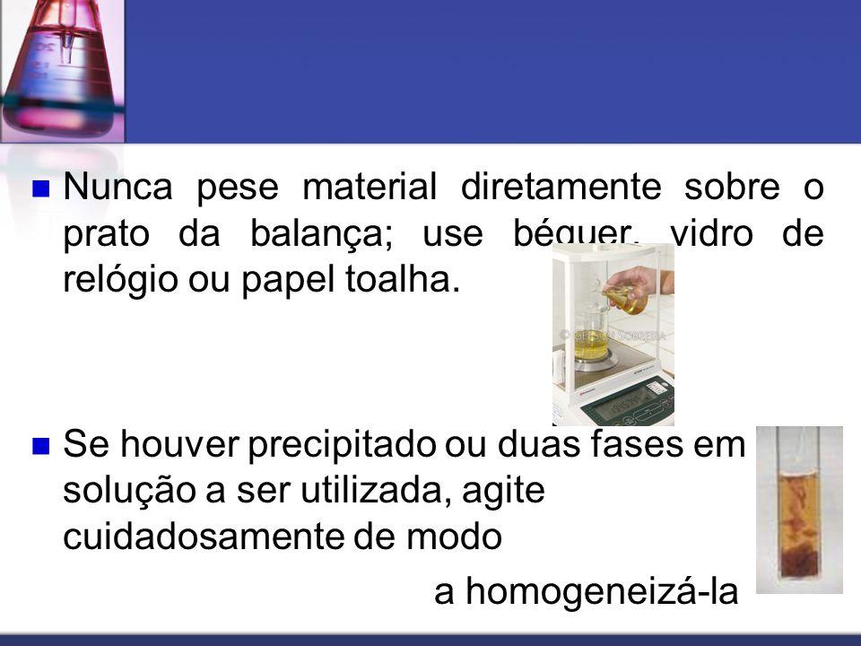 Nunca pese material diretamente sobre o prato da balança; use béquer, vidro de relógio ou papel toalha.