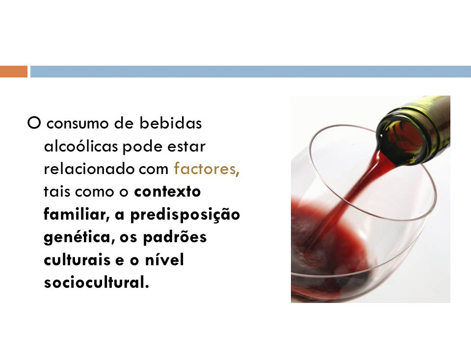 O consumo de bebidas alcoólicas pode estar relacionado com factores, tais como o contexto familiar, a predisposição genética, os padrões culturais e o nível sociocultural.