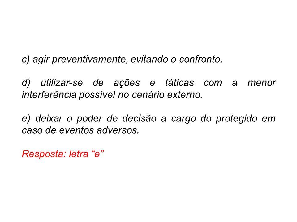 c) agir preventivamente, evitando o confronto.