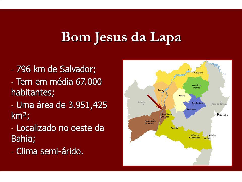Bom Jesus da Lapa 796 km de Salvador; Tem em média 67.000 habitantes;
