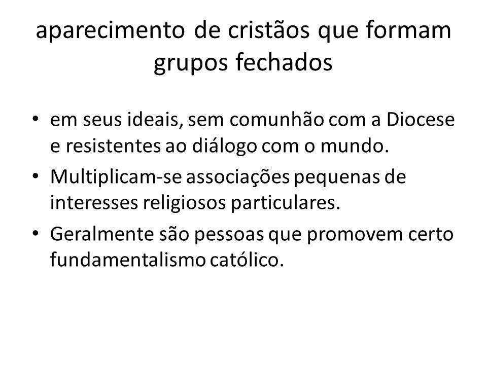 aparecimento de cristãos que formam grupos fechados