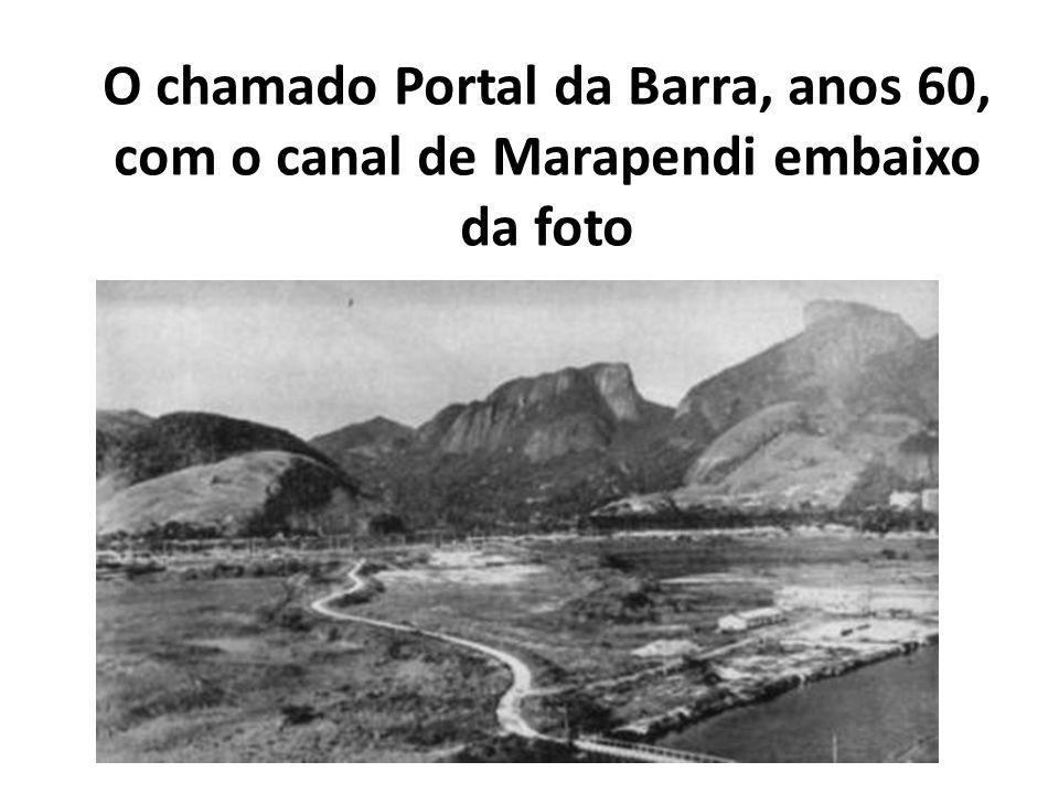 O chamado Portal da Barra, anos 60, com o canal de Marapendi embaixo da foto