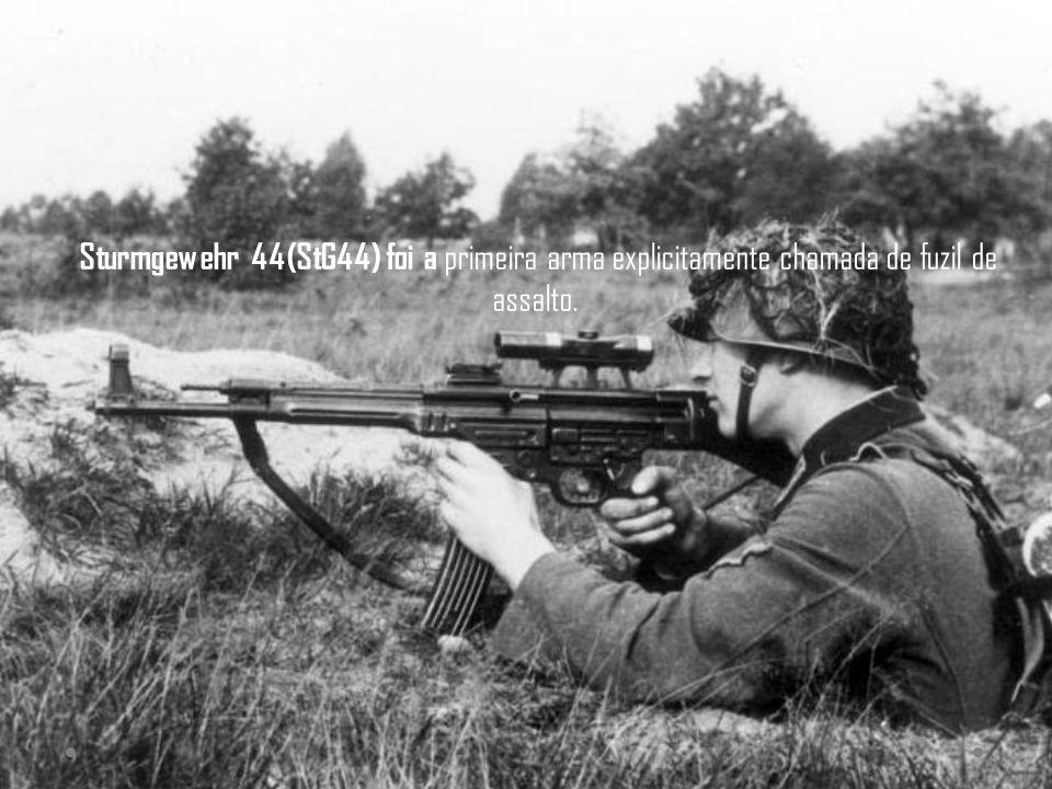 Sturmgewehr 44(StG44) foi a primeira arma explicitamente chamada de fuzil de assalto.