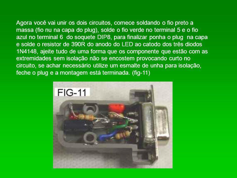 Agora você vai unir os dois circuitos, comece soldando o fio preto a massa (fio nu na capa do plug), solde o fio verde no terminal 5 e o fio azul no terminal 6 do soquete DIP8, para finalizar ponha o plug na capa e solde o resistor de 390R do anodo do LED ao catodo dos três diodos 1N4148, ajeite tudo de uma forma que os componente que estão com as extremidades sem isolação não se encostem provocando curto no circuito, se achar necessário utilize um esmalte de unha para isolação, feche o plug e a montagem está terminada.