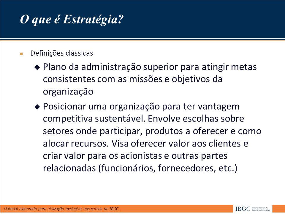 O que é Estratégia Definições clássicas. Plano da administração superior para atingir metas consistentes com as missões e objetivos da organização.